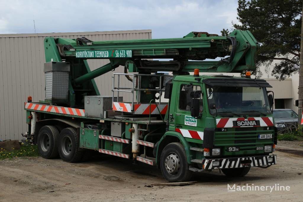 SCANIA P93HL / Isoli PTJ400S plataforma sobre camión